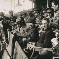 Lluís Companys i Francesc Macià a la llotja d'autoritats per presenciar el partit de futbol Espanya-Irlanda el 1931