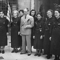 Recepció oferta per Lluís Companys a un grup de milícies feministes.